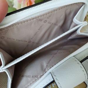Michael Kors Bags - 🌺NWT Michael Kors Bifold zip Coin Wallet White MK